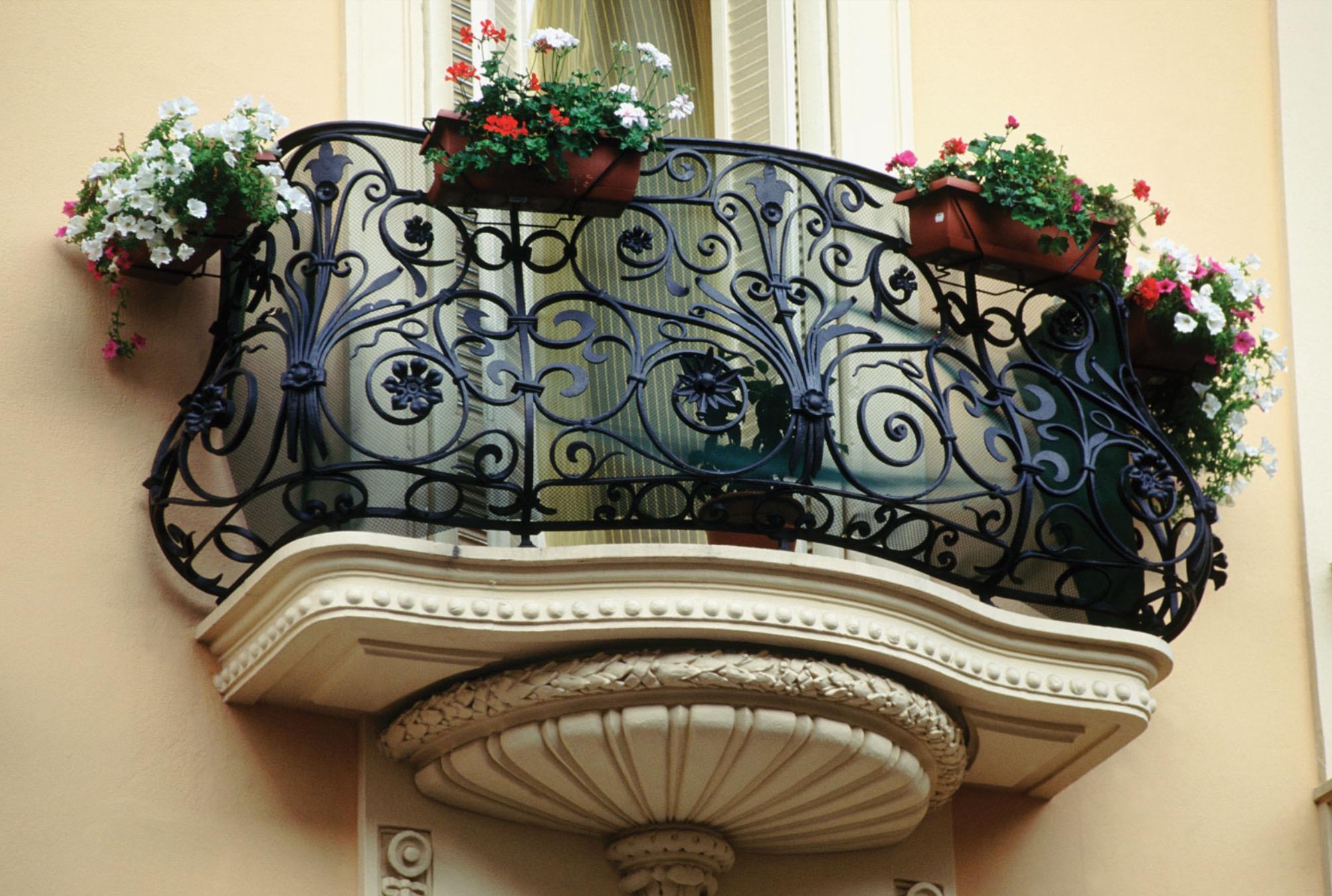 Красивые кованые балконы фото