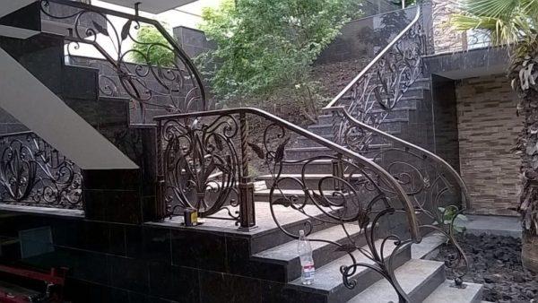 Кованые перила для балкона, лестниц, крыльца П-145